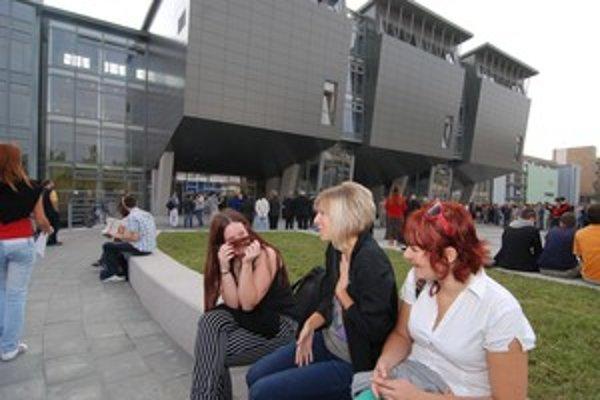 V Žiline 24. septembra 2009 otvorili nové budovy Fakulty prírodných vied a Stavebnej fakulty Žilinskej univerzity. Do štyroch pavilónov sa zmestí až 2 348 poslucháčov.