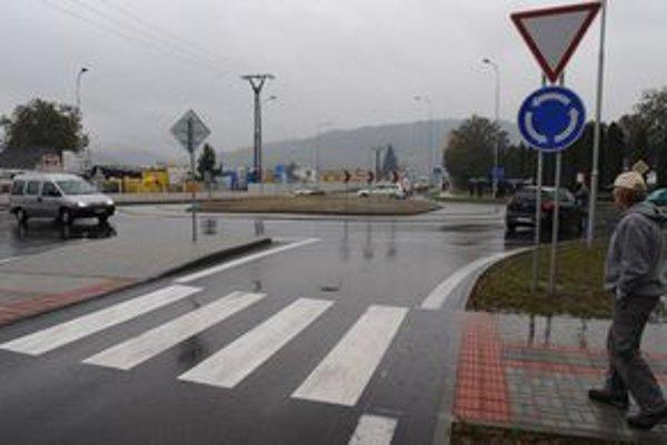 V Bytči dali do prevádzky kruhový objazd na dôležitom úseku cesty smerom na Makov a do mesta.