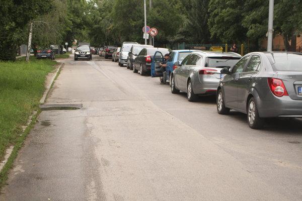 Situácia na Družstevnej ulici ráno.