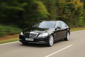 Služobné auto egyptského prezidenta je Mercedes-Benz triedy S z roku 2013. Namiesto evidenčného čísla je na aute čierna tabuľka s prezidentským erbom.