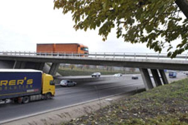 Diaľnica zo Žiliny do Bratislavy bude stáť pre kamión ročne vraj až 16 tisíc eur.