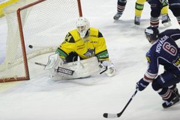 Gól v žilinskej sieti. V zápase na Slovane to bol častý jav.