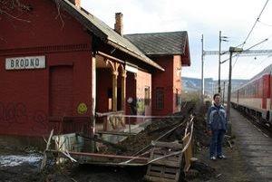 Cestujúcich z Brodna vidieť na ich stanici málokedy.