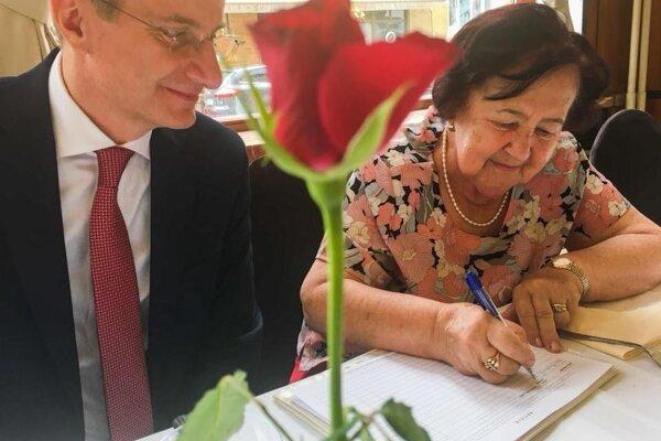 Dojímavé bolo stretnutie s učiteľkou chémie Annou Macákovou.