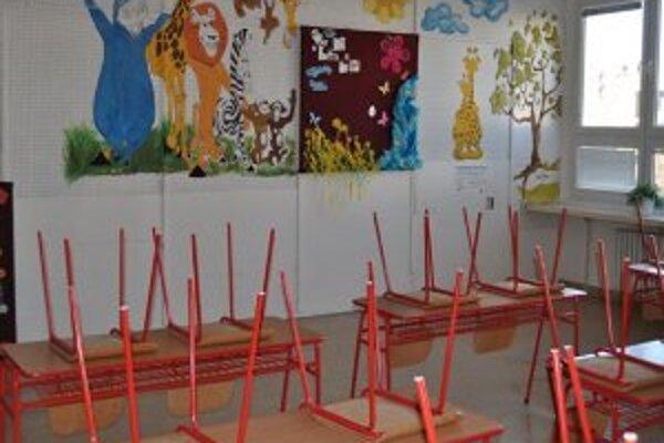 Modernizácia zahŕňa aj výmenu školského nábytku a podlahových krytín.
