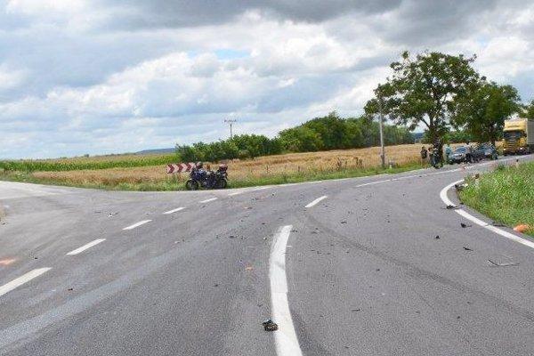 Vodič motorky utrpel ťažké poranenia.