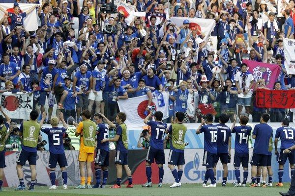 Japonsko postúpilo do osemfinále vďaka pravidlu fair play.