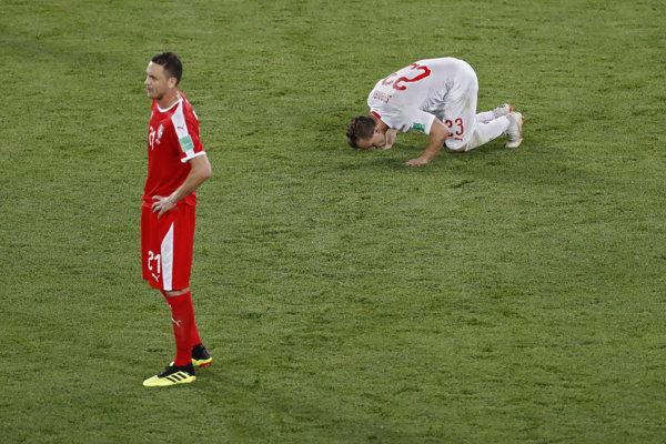 Nemanja Matič (vľavo) zvažuje koniec reprezentačnej kariéry.