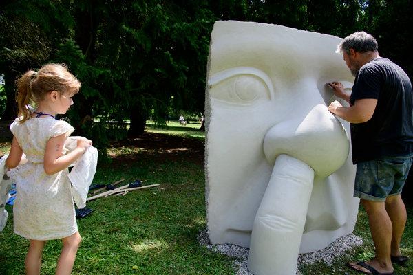 Umelecké diela zostanú v parku.