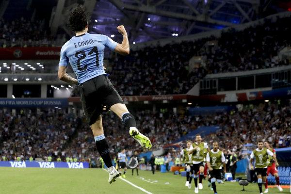 Edinson Cavani sa raduje zo svojho druhého gólu v stretnutí.