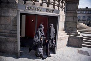 Dánsko sa už pridalo k európskym krajinám, ktoré zakázali moslimské burky.
