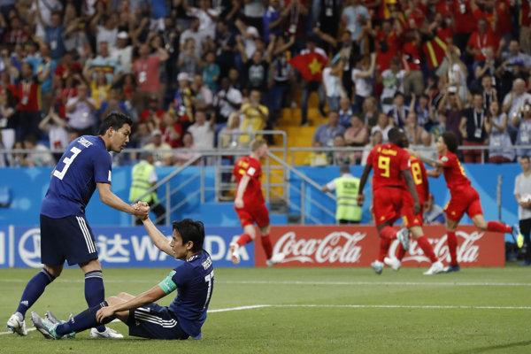 Hráči Japonska smútia po jednom z inkasovaných gólov.
