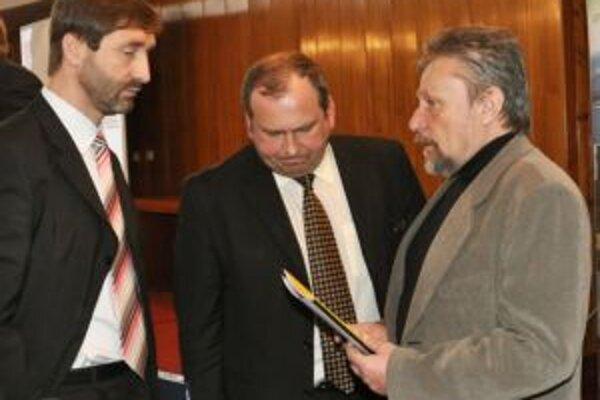 Župan Juraj Blanár (vľavo) má zrejme najväčšie šance uspieť aj v tohtoročných voľbách do VÚC.