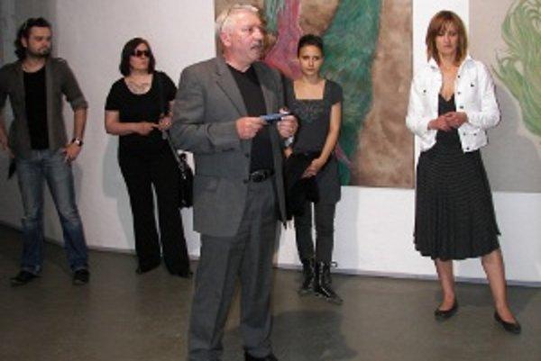 Výstava Nenápadné médium/polohy súčasnej kresby. Projektu sa zúčastnili autori viacerých generácií.