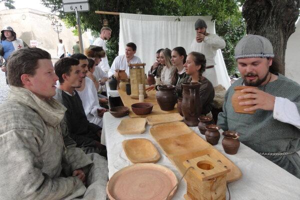Členovia nitrianskej dobovej družiny Milites Nobiles.