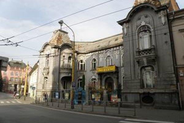 V budove Rosenfeldovho paláca v centre sídli CVČ Spektrum.
