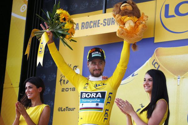 Peter Sagan sa po druhej etape Tour de France 2018 obliekol do žltého dresu vedúceho pretekára.