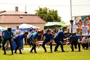 Dobrovoľní hasiči na súťaži.