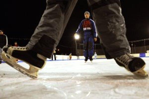 Na zimnom štadióne sa môžete korčuľovať aj počas sviatkov.