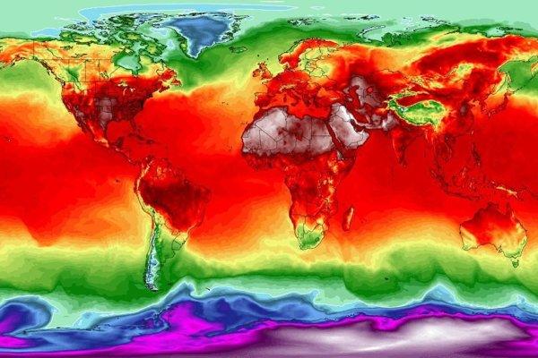 Simulácia maximálnych teplôt z 3. júla 2018 na základe modelu Global Forecast System vo výške dva metre nad povrchom. Tmavofialová farba predstavuje teplotu -40 stupňov Celzia, modrá -20, tyrkysová 0, oranžová 20, tmavočervená 35, prechod medzi tmavočervenou a bielou od 40 do 50 stupňov.