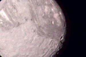 Miranda - ďalší mesiac Uránu. V priemere má 480 kilometrov a je najmenší z piatich hlavných mesiacov.