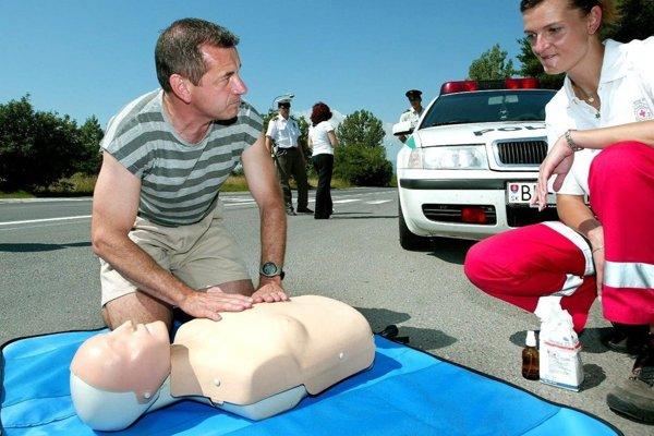 Polícia a Červený kríž majú v úvode prázdnin spoločnú preventívnu akciu.