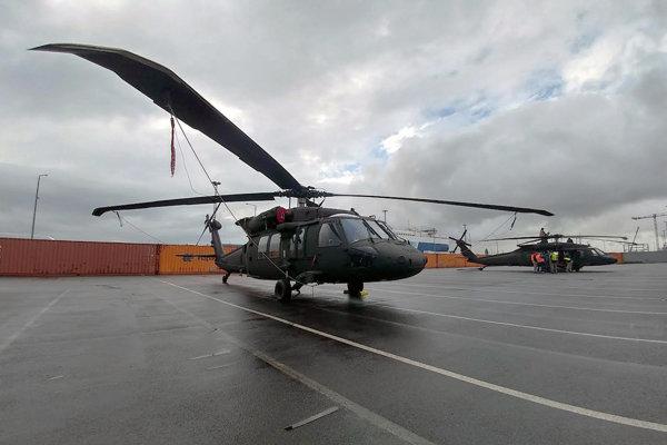 Vrtuľníky UH-60 M Black Hawk.