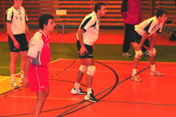 Žilinskí volejbalisti si poradili so súperom z Lovinobane po priemernom zápase.