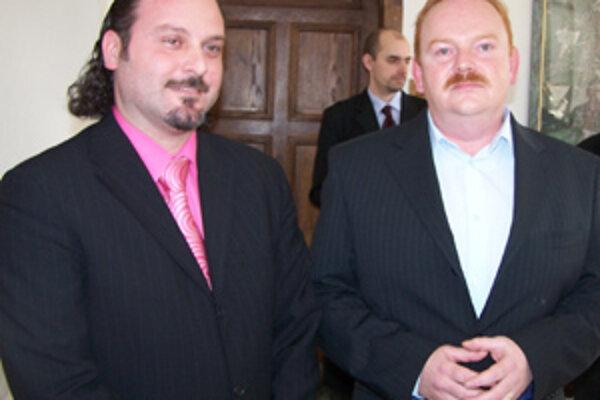 George Trabelssie a Ivan Harman informovali novinárov, že systém rezidentských kariet treba zachovať.