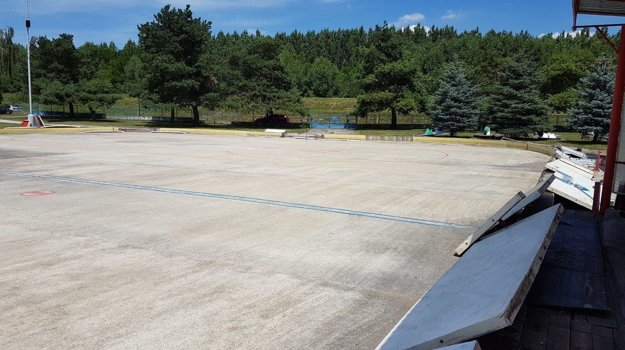 V Šali majú zimný štadión bez strechy.