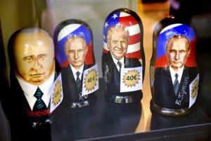 matriošky s podobizňou ruského prezidenta Vladimira Putina a šé.fa Bieleho domu Donalda Trumpa sú na predaj v kníhkupectve v centre Helsínk