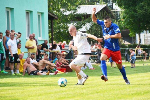 Leto patrí aj futbalovým turnajom. Snímka je z Ižopu (okres Dunajská Streda).