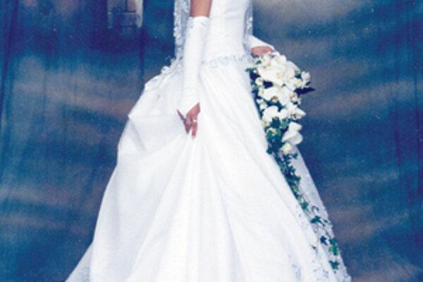 Katarína Klocáňová sa vydávala pred piatimi rokmi. Päťmetrovú vlečku jej nieslo päť družičiek.