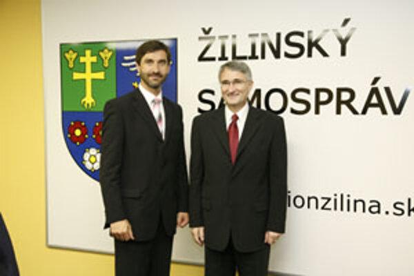Z radnice sa eský vevyslanec presunul na Úrad Žilinského samosprávneho kraja, kde ho prijal predseda Juraj Blanár.