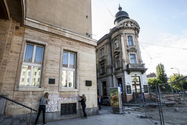 Budova Právnickej fakulty na Šafárikovom námestí v Bratislave sa stala symbolom invázie vojsk Varšavskej zmluvy na územie Československa.