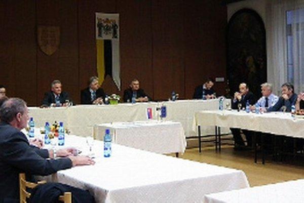 Volení zástupcovia samosprávy sa ujali funkcií na ustanovujúcom rokovaní mestského zastupiteľstva.