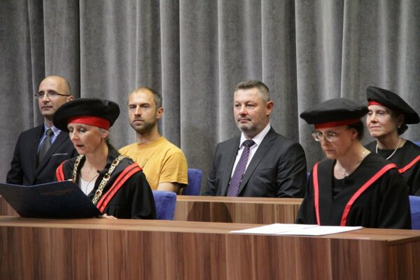 Tibor Adamko (v strede).