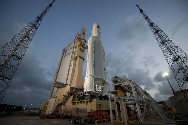 Nosná raketa Ariane 5 v kozmodróme Guyanské stredisko pre vesmír v Kourou.