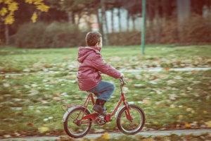 Spomienka na prvé bicyklovanie nemusí byť naozaj vaša.