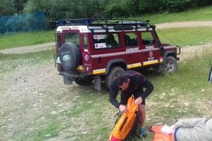 Horskí záchranári pomáhali zranenej turistke.