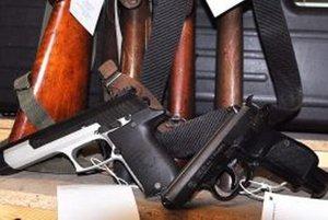 Každý držiteľ zbrane musí mať zbrojný preukaz a každá zbraň svoj preukaz.