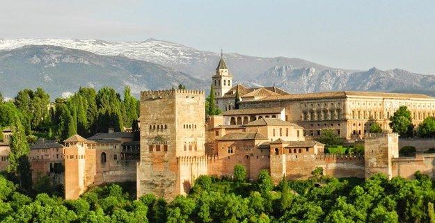 Alhambra v Granade, Andalúzia.