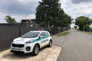 Polícia objekt v  Dolnej Krupej  monitoruje.