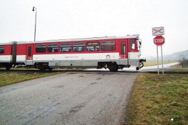 Na Orave je dnes jedenásť nechránených priecestí. Železnice plánujú zabezpečiť zatiaľ dve, v Párnici a v Oravskom Podzámku.