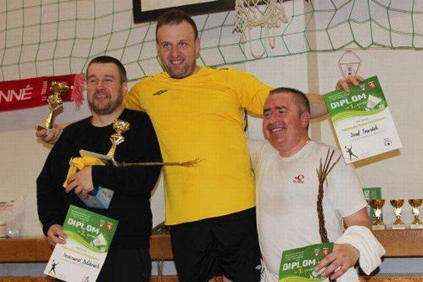 Najlepší v mužských dvojhrách – zľava Ferdinand Bolibruch, Jozef Tvarožek a Dušan Polťák.