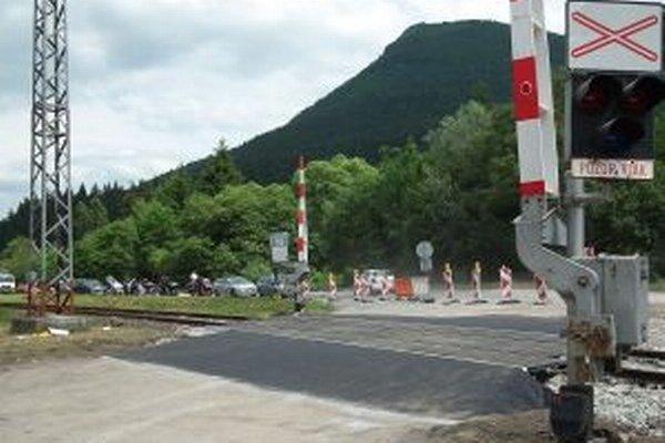 Modernizácia priecestia pri lome na tri dni odstavila vlakovú dopravu na trati Kraľovany - Dolný Kubín.