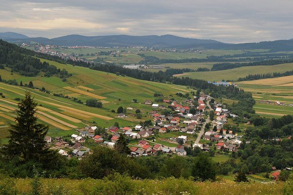 Pohľad na Oravské Veselé, dedinku pod Pilskom.
