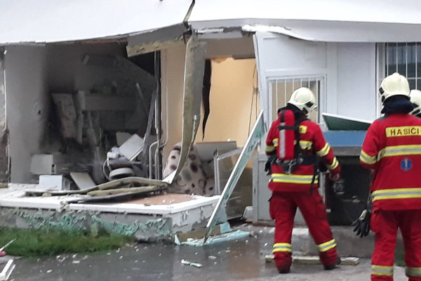 Zásah hasičov na Bebravskej ulici v bratislavskej Vrakuni.
