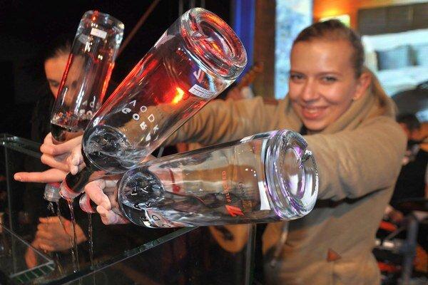 Na rekordný drink spotrebovali 15 fliaš vodky.