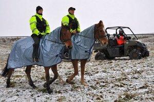 Martina Kaníka hľadali aj policajti na koňoch.